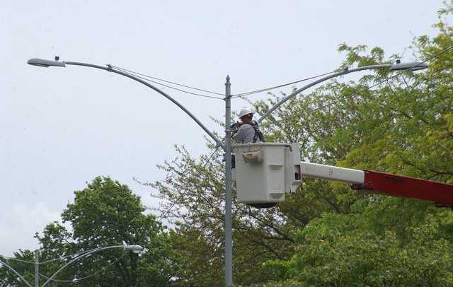 new deh b-way light pole pic