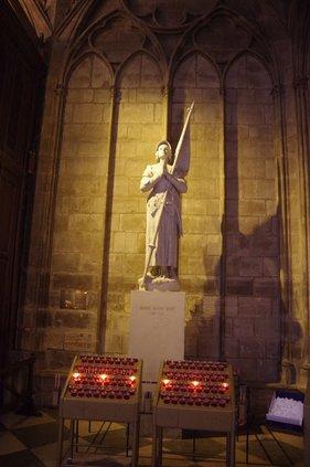 otm_vlc_St. Joan statue in ND Paris.jpg